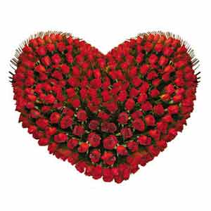 Classy arrangement of radiant Roses in Heart Shape to Thane