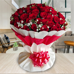Wonderful Bouquet of 100 Red Roses to Alapuzha