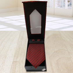Fantastic Maroon Tie, Cuffing n Pocket Square Gift Set to Barh