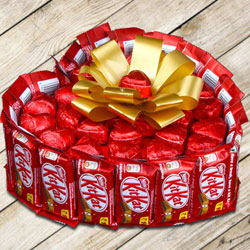 Finest Heart Shape Bouquet of Nestle Kitkat with Handmade Chocolates to Ballia