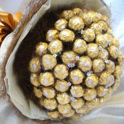 Marvellous Birthday Gift of Ferrero Rocher Chocolate Bouquet to Allahabad
