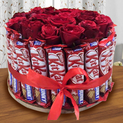 Delightful Arrangement of Kitkat with Red Roses to Aalangulam