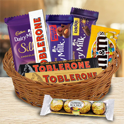 Yummy Chocolate Gifts Basket to Ambalamugal
