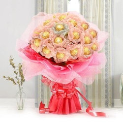 Heaven of Taste Mothers Day Chocolate Bouquet to Agra