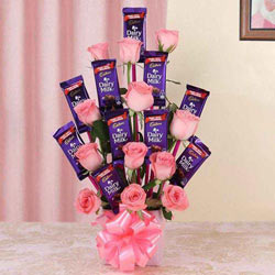 Wonderful Arrangement of Roses with Cadbury Dairy Milk Chocolates to Agra