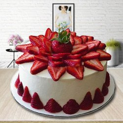 Mouth-Watering 2 Kg Strawberry Cake to Aluva