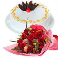 Fresh-Baked Vanilla Cake with Hand Bunch of Red Color Roses to Patna