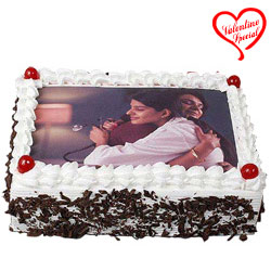 Satisfying Gift of Black Forest Photo Cake to Bombay