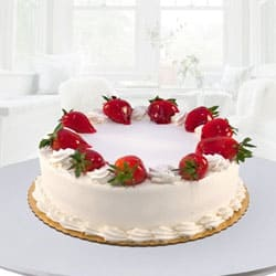 Tasty Eggless Strawberry Cake for Mummy to Bhubaneswar