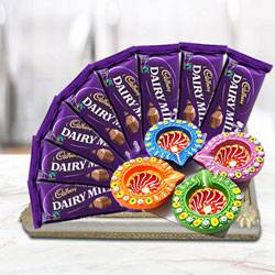 Exquisite Combo of Delicious Chocolates with Other Gifts to Gajraula