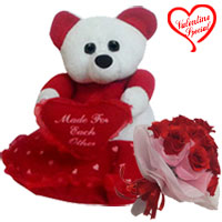Enticing Fall in Love Gift Combo to Bangalore