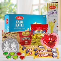 Delightful Festive Hamper of Gourmet Assortments to Indore