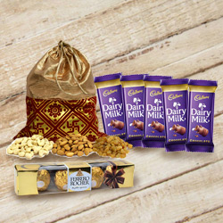 Assorted Dry Fruits Potli with Chocolates Gift Pack to Ancharakandy