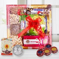 Crunch N Munch Gift Tray of Diwali Treats to Ranchi