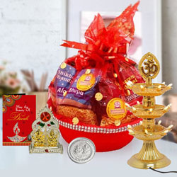 Marvelous Snacks Gift Hamper for Diwali to Adilabad