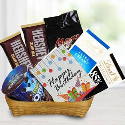 Amazing Gift Basket of Chocos n Birthday Card to Aluva