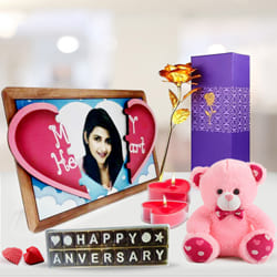 Mesmerizing Personalized Gift Hamper to Adoor