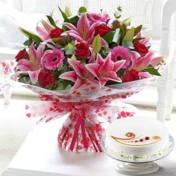Desirable Convene of Flowers and Cake to Chennai