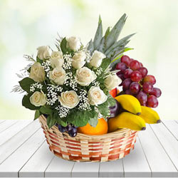 Supple Gift of White Roses Bunch N Fresh Fruits Basket to Kolar