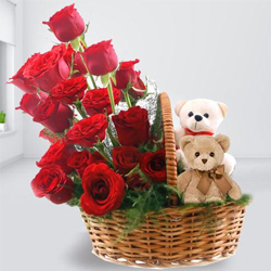 Beautiful Arrangement of Red Roses with Twin Teddy to Kannur