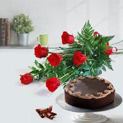 Affectionate Red Roses Bouquet with Chocolate Cake to Chennai