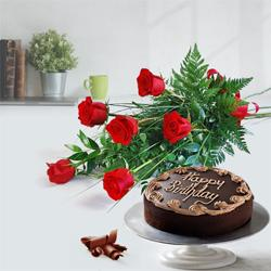 Affectionate Red Roses Bouquet with Chocolate Cake to Mul