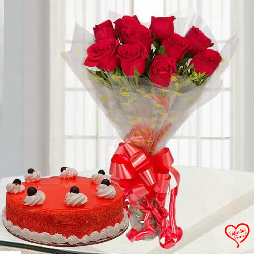 Luxurious Red Rose Bouquet with Red Velvet Cake to Bolpur