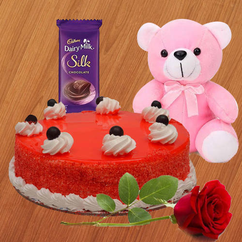 Delightful Valentines Day Special Gift Hamper to Aligarh