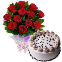 Artfully Arranged Red Roses Bouquet with Coffee Cake to Varanasi