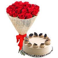 Lovely Arrangement of Red Roses with Coffee Cake to Kolar