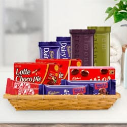 Attractive Gift Basket of Tasty Chocolate to Aurangabad