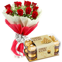 Exquisite Roses Bouquet with Delectable Chocolates for Midnight Delivery to Calicut