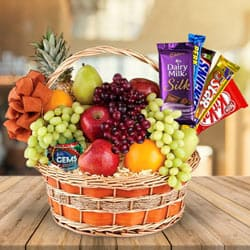 Delectable Treat Gift Hamper of Chocolates N Fruits to Chennai