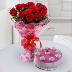 Classic Birthday Strawberry Cake with Rose Bouquet to Aluva