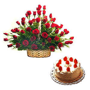 Red Roses Arrangement with Black Forest cake to Chennai