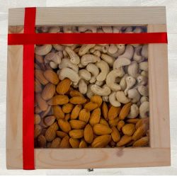 Crunchy Cashew n Almonds Gift Box to Adra