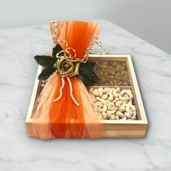 Delectable Cashew n Raisins in Gift Box to Akurdi