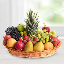 Mouth-watering fresh and healthy Seasonal Fruit basket  to Baraut