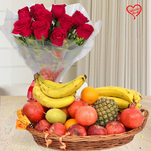 Red Roses Bouquet with Fresh Fruits Basket to Bolpur