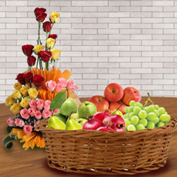 Yummy Fresh Fruits Basket with Assorted Roses Arrangement to Aligarh