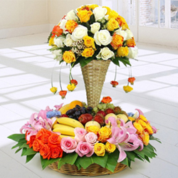 Premium Arrangement of Fresh Fruits N Flowers to Ajmer