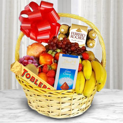 Delightful Basket of Fresh Fruits N Chocolates to Ajmer
