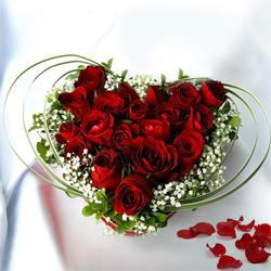 Enticing Red Rose bouquet to Bellary