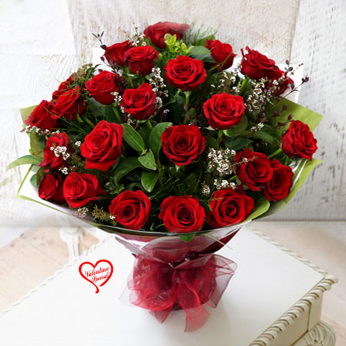 Exclusive Red Dutch Roses Bouquet to Anand