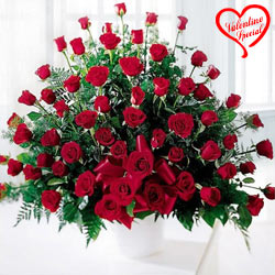 Red Roses Arrangement to Cochin