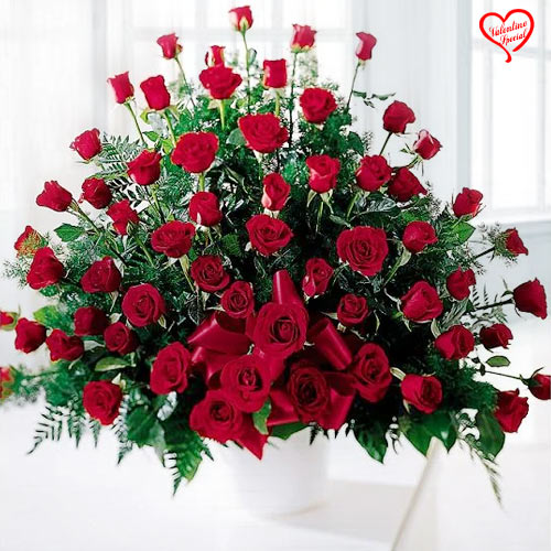 Red Roses Arrangement to Amalampuram