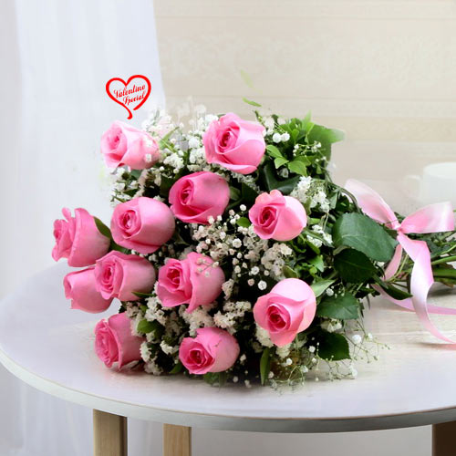 12 Pink Rose Hand Bunch to Aluva