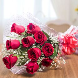 Lovely and Delightful Rose Assortment to New Delhi