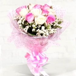 Preppy Arrangement of Pink and White Roses to Barauipur