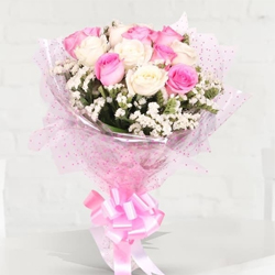 Preppy Arrangement of Pink and White Roses to Alapuzha